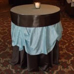 Blue_crushed_overlay_chocolate_brown_satin_linen_weddings_rental202.jpg (51 KB)